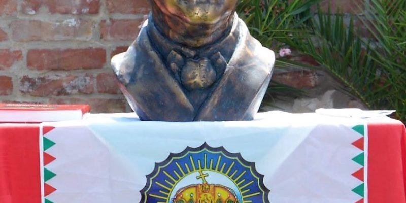 Horthy-szobor vitézi címer (2)